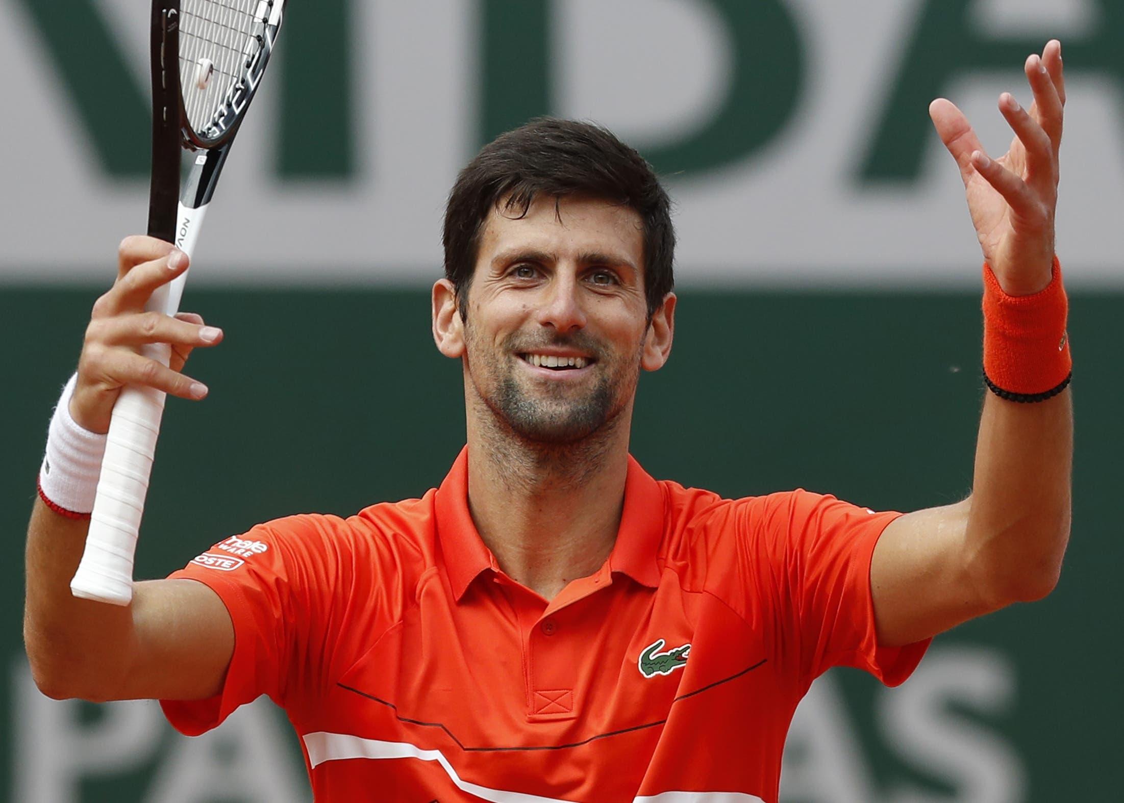 Novak Djokovic celebra luego del triunfo ayer en París.