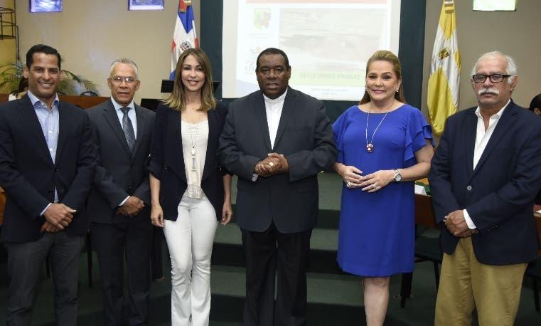 Marcos Díaz, Ángel Almánzar, Mariasela Álvarez, Jesús Castro Marte, Jatnna Tavárez y Wilfredo Lozano.