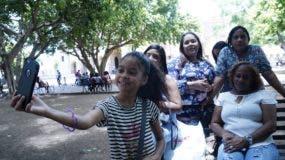 Yerlissa Cruz, Patricia Bello, Hanyelis Marrero, Agustina Marrero y Elín Balbuena prefirieron la Zona Colonial, porque allí encuentran diferentes opciones.  Elieser Tapia