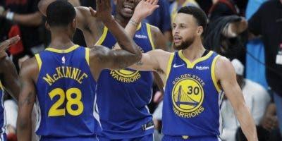 """La potente maquinaria de los Warriors  es amplia favorita para imponerse """" fácil"""" en la final  a los Raptors de Toronto.  AP"""