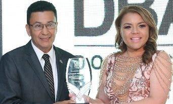Oscar Chávez y Karumi Suazo.