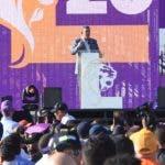 Leonel Fernández se dirige a su seguidores durante el acto multitudinario realizado ayer en el Estadio Olímpico.  Alberto Calvo