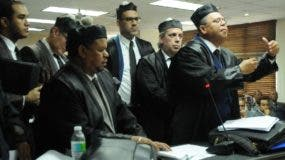 Los jueces del  TSE     estuvieron más de dos horas deliberando.