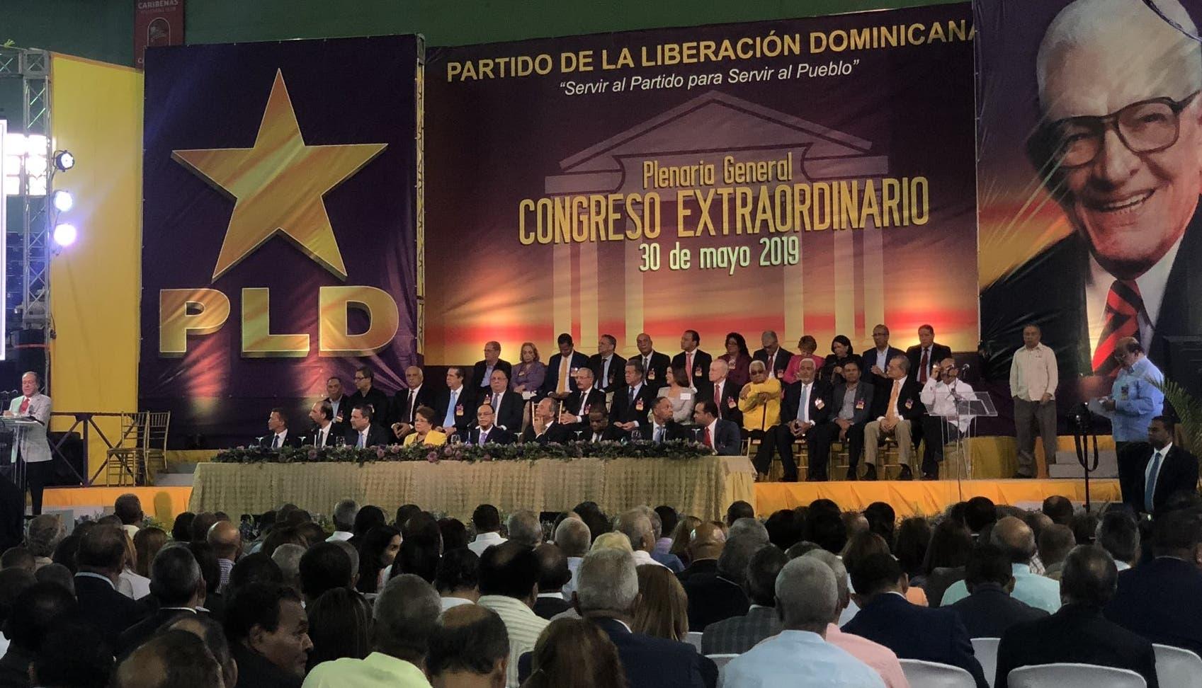 El partido morado celebró su congreso en el pabellón de voleibol del Centro Olímpico.  FUENTE EXTERNA