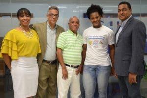 Santana en   Coloquios del EL DÏA junto al director José P. Monegro, derecha, Alipio Mota Nina, Franklin Puello y Senabri Silvestre. José de León.