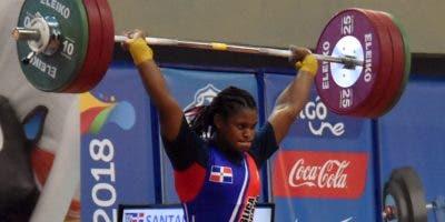 Crismery ejecuta un envión en una competencia. Alberto Calvo