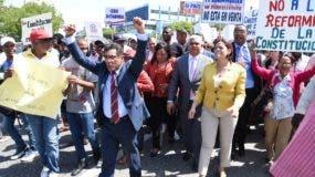 Ciudadanos se posicionaron frente al Congreso Nacional en demanda de que se respete la Constitución.  Darwin Féliz