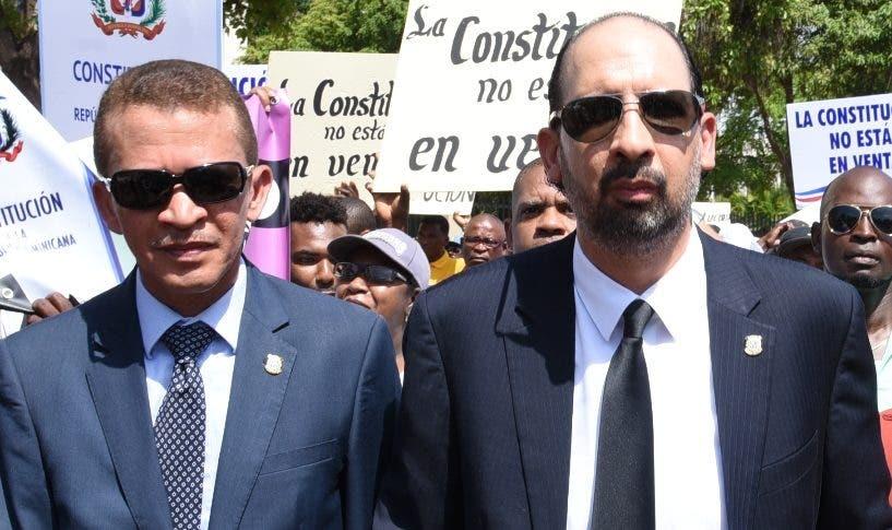 Lupe Núñez y Henry Merán son de los firmantes.