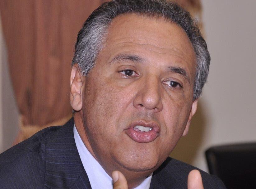 Peralta dice Leonel sería más dictador que Danilo