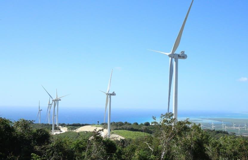 La  energía  solar, eólica y biomasa en el país es de  3.4% del total.
