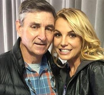 Britney Spears está cuidando de su padre.