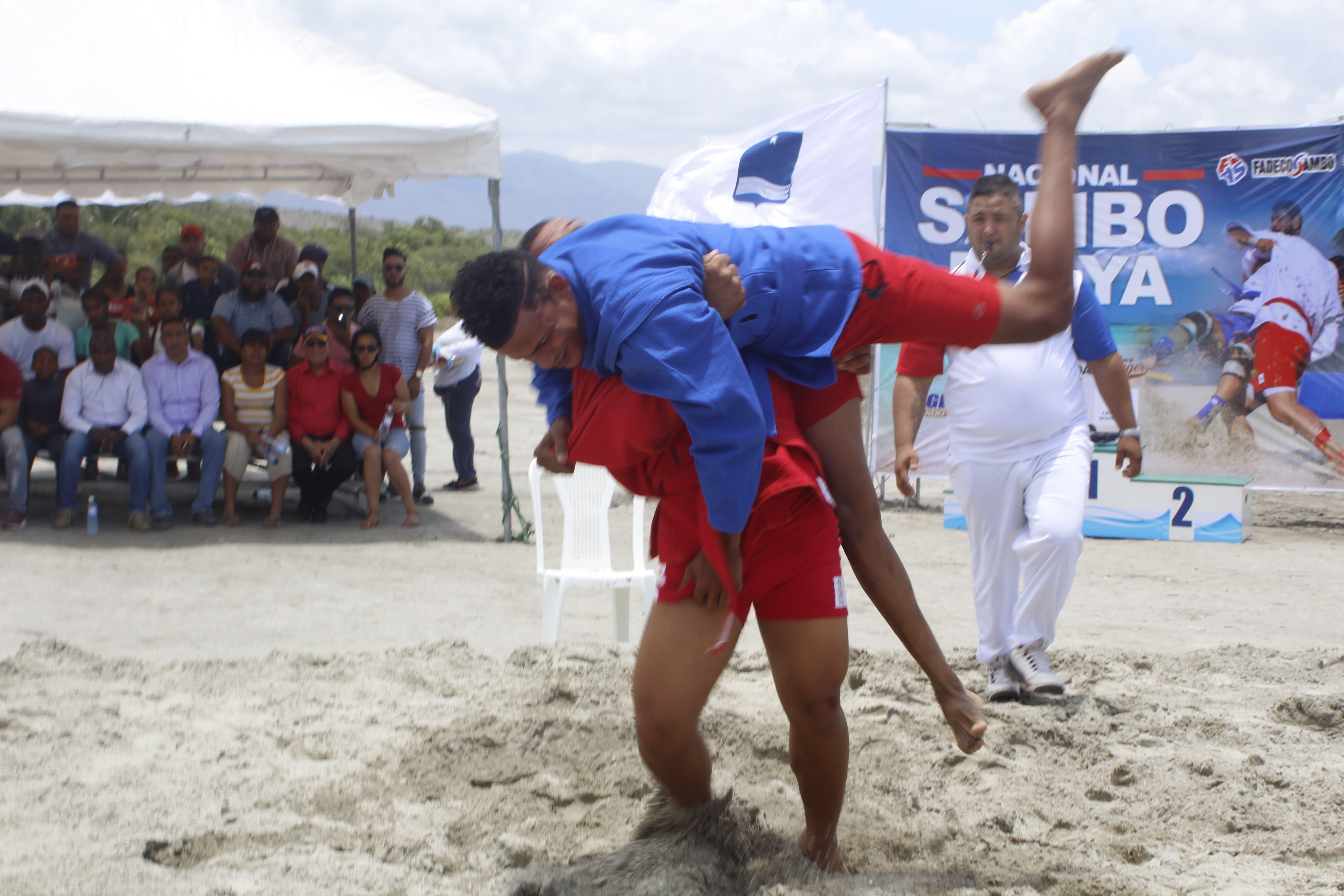 Azua conquista torneo nacional de sambo de playa