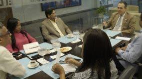 Federico Cuello Camilo durante su participación en los  Coloquios  de EL DÍA junto al director de EL DÍA, José P. Monegro, y   periodistas .  Elieser Tapia