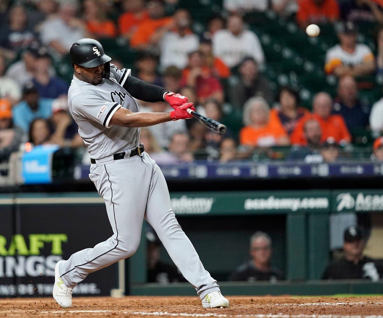 Eloy Jiménez bateó dos jonrones en el juego de anoche contra Los Astros de Houston. (AP Photo/David J. Phillip)