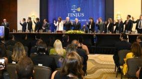Momento de la juramentación de los nuevos miembros del Consejo Directivo de Finjus.