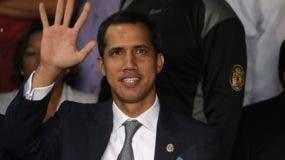 El presidente de la Asamblea Nacional de Venezuela, Juan Guaidó, ofrece una rueda de prensa este viernes en la sede del partido político Un Nuevo Tiempo, en Caracas (Venezuela). Guaidó habló este viernes sobre la situación política del país tras el levantamiento del pasado 30 de abril contra el Gobierno de Nicolás Maduro. EFE/Miguel Gutiérrez