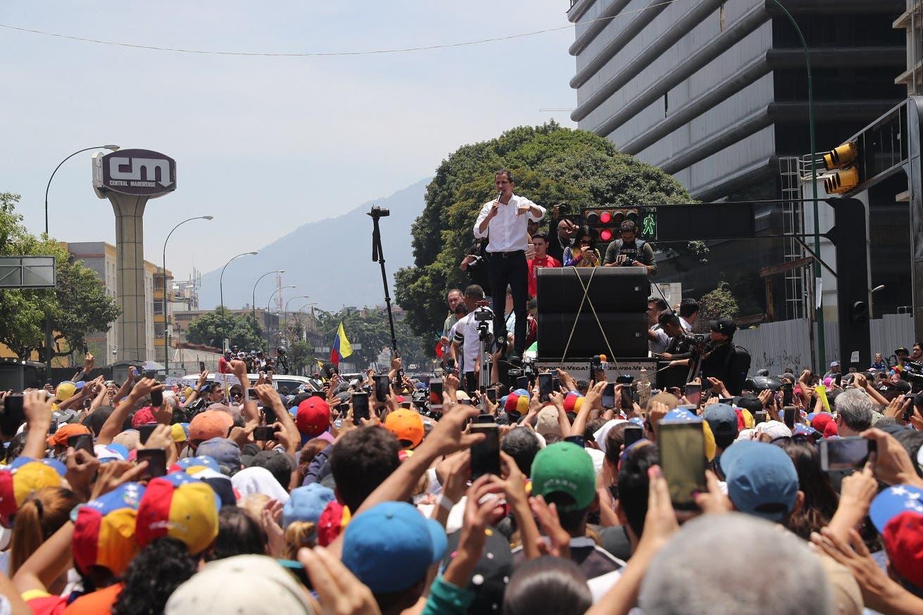 Opositores y simpatizantes de Maduro comienzan a concentrarse en Caracas