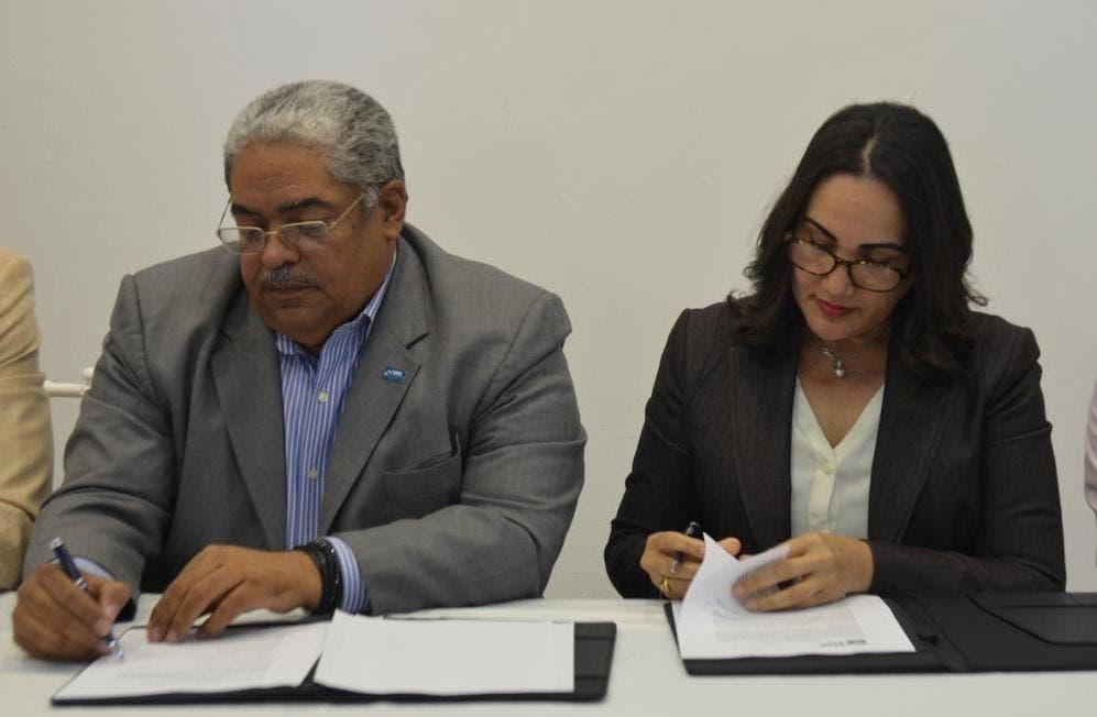 El acuerdo fue suscrito entre el director del SNS, Chanel Rosa Chupany y la presidenta de la Fundación, Ellen Hilario Marmolejos.