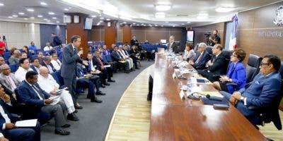 Los miembros del Pleno de la JCE presentaron a los delegados y técnicos de los partidos el estatus de la organización de las elecciones ordinarias generales pautadas para el año 2020.