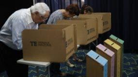 Panameños acuden a las urnas puntualmente a renovar sus autoridades.