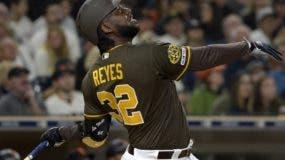 El dominicano Franmil Reyes ha tenido un inicio de temporada sensacional con los Padres de San Diego.  AP