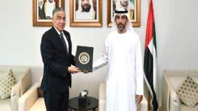 soto-jimenez-presenta-copia-credenciales-en-emiratos-arabes-unidos