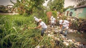 El operativo de limpieza y saneamiento de cañadas se realizará por etapas en todas las cañadas del sector La Ciénaga como medida de prevención ante el inicio de la temporada ciclónica y reducción de enfermedades por la acumulación desechos y el agua contaminada.