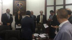 La reunión se lleva a cabo en el Ministerio de Trabajo.