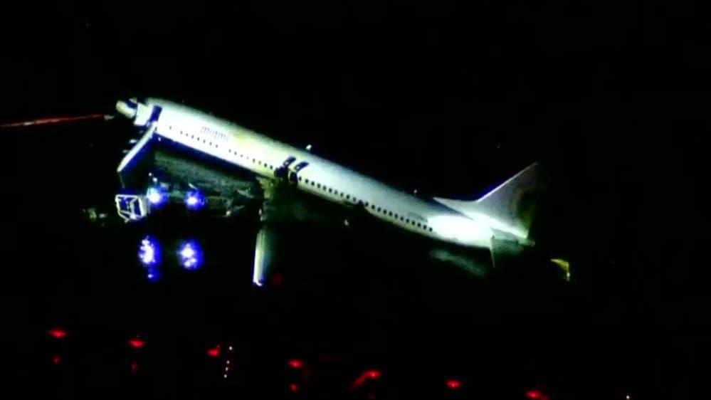El aparato, un Boeing 737, procedente de la estación naval de la Bahía de Guantánamo, Cuba, iba a aterrizar cuando se salió de la pista y se precipitó en las aguas del río sin sumergirse