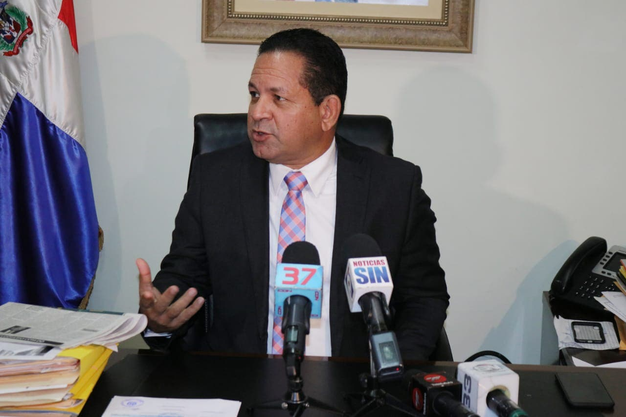 Cancelan encargado de Desarrollo Fronterizo en Elías Piña por uso de vehículo en trasiego de productos
