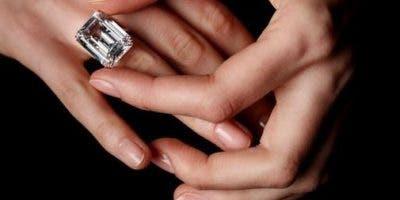 La víctima tenía una cita el lunes por la tarde en el Warwick, para una estimación definitiva de su diamante de 43,5 quilates.