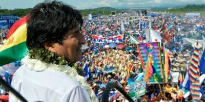 Evo Morales lanzó su campaña en un acto masivo.