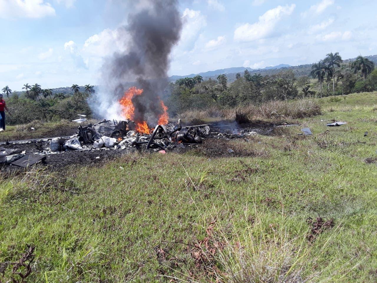 El helicóptero quedó totalmente destruido.