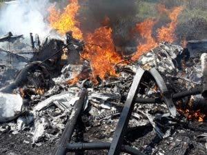 La aeronave quedó calcinada tras incendiarse.