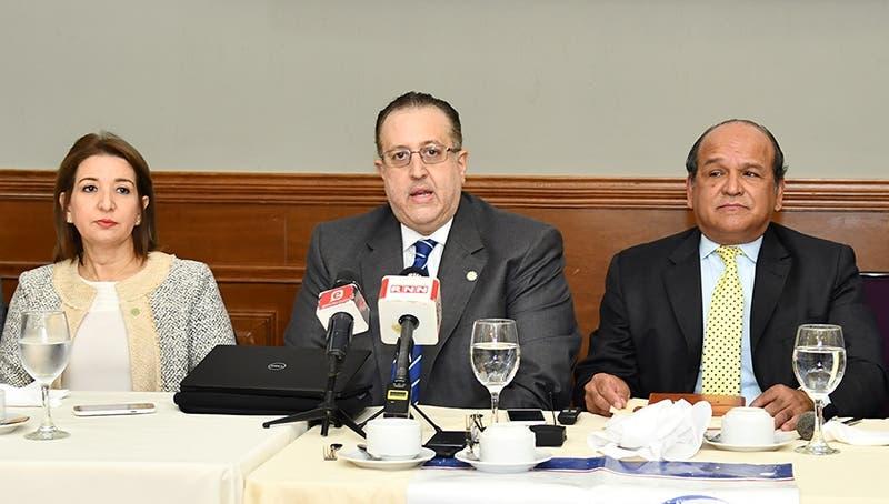 Impuestos Internos recaudó RD$53 mil millones en abril, dice Magín Díaz