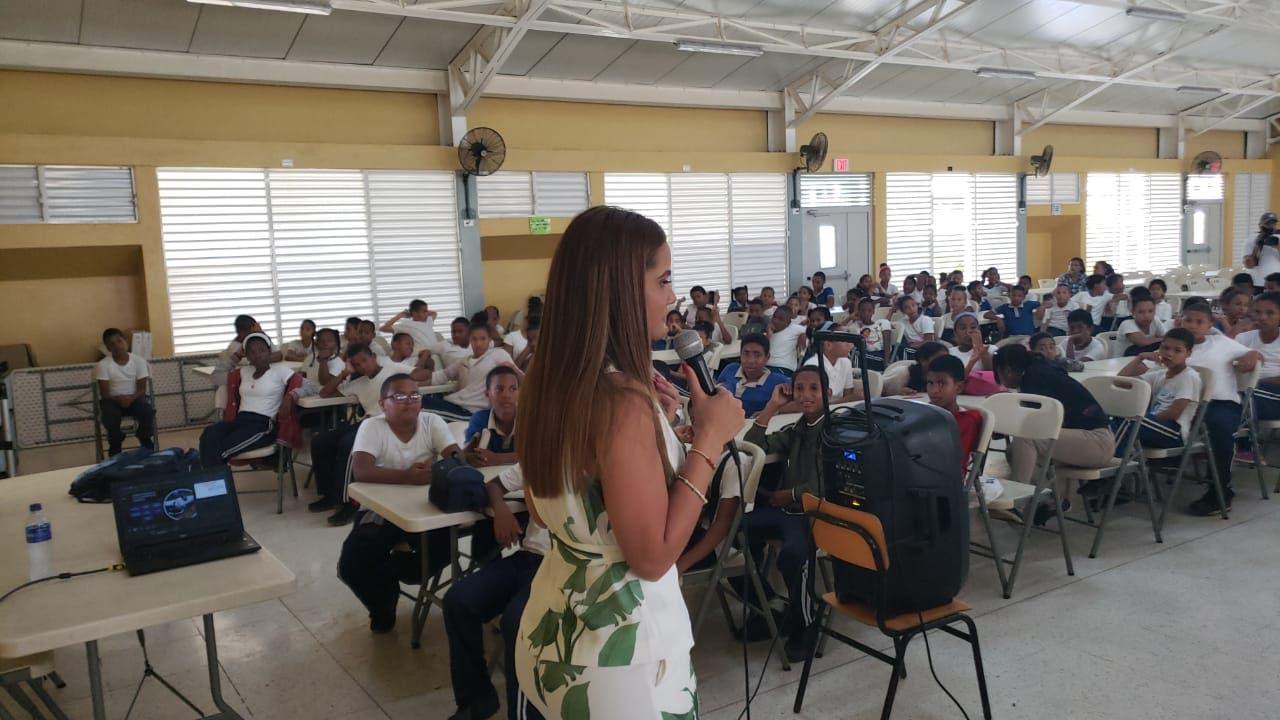 OMSA imparte charla a más 730 estudiantes sobre seguridad vial en Ciudad Juan Bosch