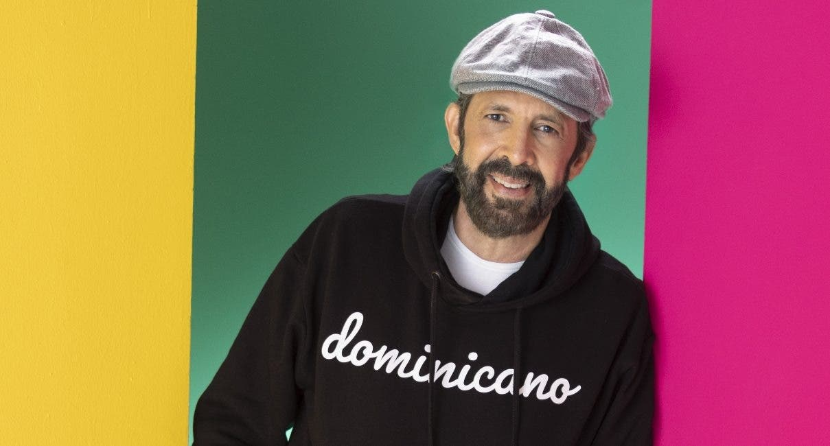"""Juan Luis Guerra presentó cada canción de su nuevo disco """"Literal"""" a los periodistas en su estudio de grabación, en donde abordó distintos temas de su carrera.  fuente externa."""