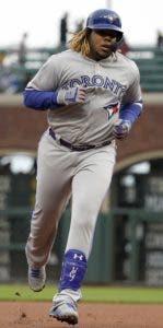 Vladimir Guerrero Jr. recorre las bases luego de pegar un jonrón. AP