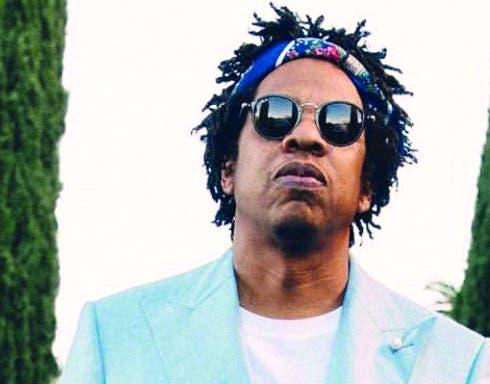 Además de sus discos, el rapero estadounidense  Jay-Z es creador de la línea de ropa Rocawar.