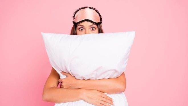 """¿Te cuesta conciliar el sueño? Obsesionarse con el descanso """"perfecto"""" no es la solución."""