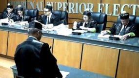 Los miembros del TSE durante una  de sus audiencias. archivo.