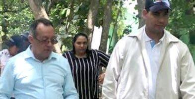 Ángel Estévez y Juan Pumarol al encabezar el recorrido.