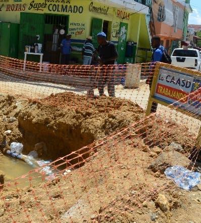 La Caasd envía camiones de agua a la zona. José de León
