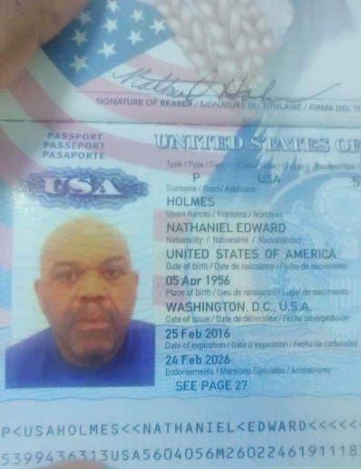 Pasaporte de Edward Nathael Holmes.