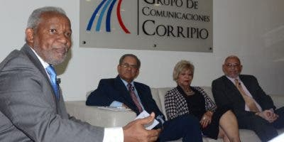 Melanio Paredes,  Paíno Abreu, Ana Silvia Reynoso de Abud,  Joaquín Ramírez y otros integrantes de este grupo  participaron en el Almuerzo.   José de León.