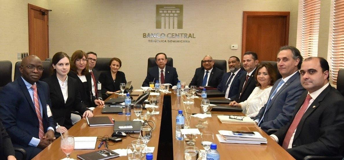 Autoridades del Banco Central cuando se reunieron con representantes del FMI.  archivo