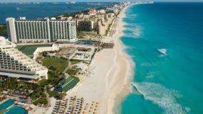 A lo largo del  boulevar de Cancún,   de 25 kilómetros,  está bien ubicado para visitar islas cercanas, sitios arqueológicos, parques acuáticos y temáticos.