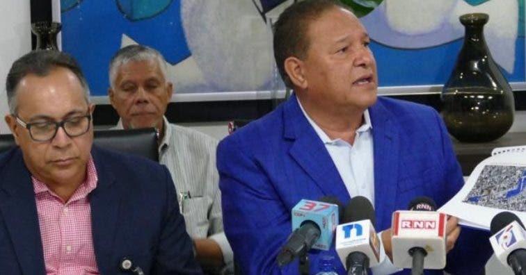 Alejandro Montás  da detalles de las medidas de CAASD.