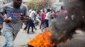 Los manifestantes se mantienen en diversas calles de Puerto Príncipe y otras  ciudades.