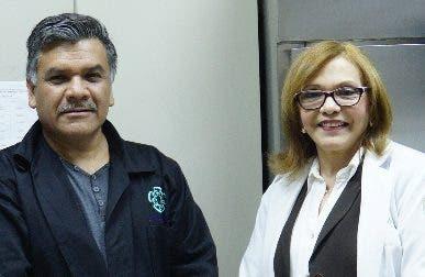 José Luna  junto a  la especialista  Daysi Acosta. Elieser Tapia